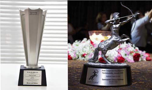 Hai giải thưởng của Chủ tịch DatVietVAC là Movers & Shakers - Người dẫn đầu & Thay đổi (trái) và Eminent Leaders in Asia - Nhà lãnh đạo xuất chúng châu Á (phải). Ảnh: DatVietVAC