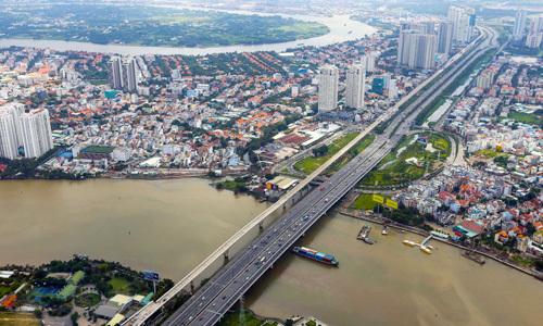 Bùng nổ trung tâm mua sắm ở rìa trung tâm Sài Gòn