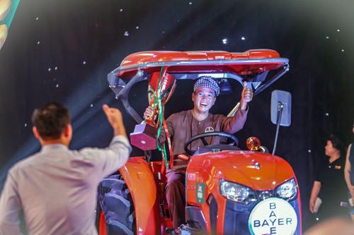 Anh Trương Tấn Phúc (Kiên Giang) là nhà vô địch Nông dân Bayer triệu phú 2018.