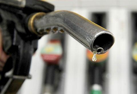 Giá dầu thô tăng cao giúp ngân sách tăng thu đáng kể. Ảnh: AFP.