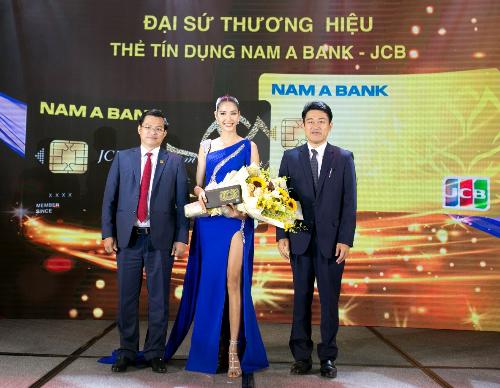 Á hậu Hoàn Vũ Việt Nam - Hoàng Thùy chính thức trở thành đại sứ thương hiệu của sản phẩm thẻ tín dụng Nam A Bank JCB.
