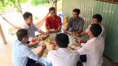 Cán bộ dự án luôn đồng hành và sẵn sàng làm cố vấn cho nông dân ở Đồng Tháp, Việt Nam