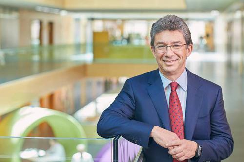 Ông André Calantzopoulos - Giám đốc điều Philip Morris International (PMI).