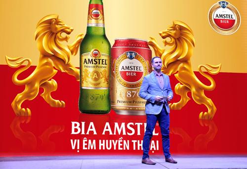 Tông màu đỏ và vàng sang trọng cùng biểu tượng sư tử hoàng gia trên bao bì sản phẩm toát lên sức sống mạnh mẽ và tinh thần đột phá đặc trưng của Amstel.