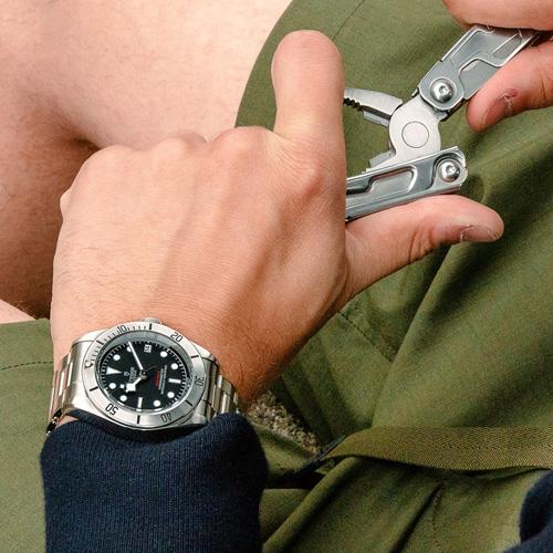 Tudor Black Bay Steel có giá 91 triệu động, mang ngoại hình kinh điển gợi nhớ những mẫu Submariners thời kì 1960s. Credits: Tudor Watch.
