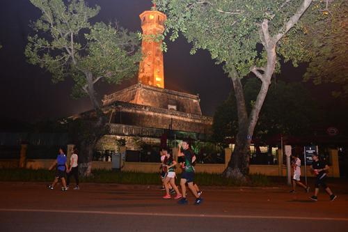 Đây là giải chạy marathon quốc tế đầu tiên kết nối 3 di sản Hồ Gươm, Hồng Hà, Hồ Tây thông qua tuyến phố cổ tạo nên một cung đường duy nhất và độc đáo chưa từng có.