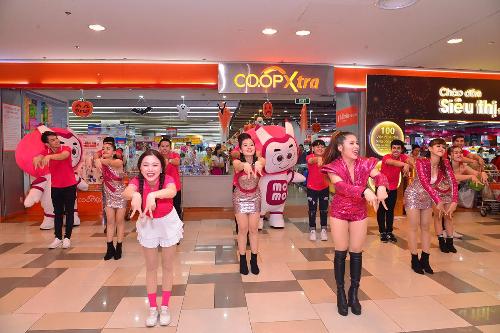 Sáng ngày 21/10 tại trung tâm thương mại SC Vivo City (quận 7, TP HCM), ví điện tử MoMo phát động chương trình ưu đãi Mùa lễ hội thanh toán không tiền mặt cùng các đối tác chiến lược.