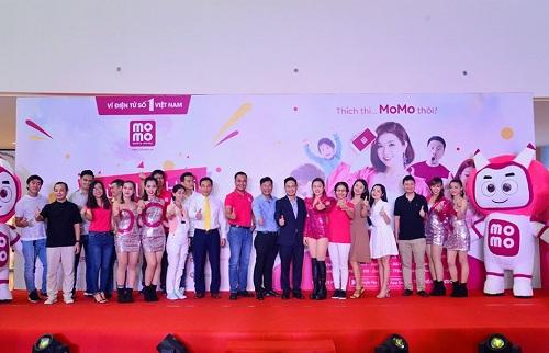 Ví điện tử MoMo đã cùng các đối tác chiến lược Vinasun, Co.opmart, Galaxy Cinema, Circle K, Guardian, Café Phúc Long, Bảo hiểm PTI, VietCredit, Lala.vn& chính thức khởi động Mùa lễ hội thanh toán không tiền mặt lần đầu tiên tại Việt Nam.