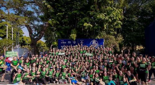 Những năm gần đây xây dựng thương hiệu từ văn hoá doanh nghiệp đã trở thành xu hướng mà nhiều công ty muốn hướng đến. Không chỉ là lạt mềm buộc chặt gắn kết nội bộ, văn hoá doanh nghiệp còn có sức lan toả mạnh mẽ tới cộng đồng. Sự tham gia của đông đảonhân viên VPBank tạo ra trên đường chạy Marathon Quốc tế Di sản Hà Nội (HIHM) cũng nhằm thể hiện điều đó.Trước đó, ngày 29/9, giải chạy marathon nội bộ Just Run của VPBank cũngghi dấu ấn với hơn 800 nhân viên tham gia. Hà Nội hội tụ đủ tố chất để trở thành một thành phố marathon với những cung đường đẹp, giàu bản sắc văn hóa và lịch sử. Điều chúng ta cần là một cộng đồng những người yêu thể thao sẵn sàng truyền lửa và tinh thần nhiệt huyết của mình tới những người xung quanh, đại diện Ban tổ chức bày tỏ.