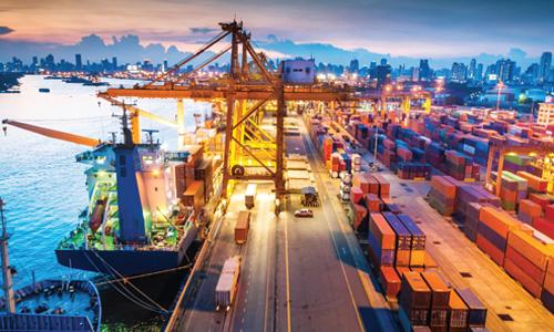Cảng, kho bãi, khu công nghiệp tại Việt Nam được xếp vào nhóm bất động sản hậu cần đầy tiềm năng phát triển trong thời gian tới. Ảnh: JLL