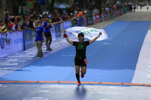 Nữ vận động viên Nguyễn Thu Hường cũng là một thành viên tích cực khác của VPIron. Cô từng tham gia nhiều giải chạy trong nước và quốc tế