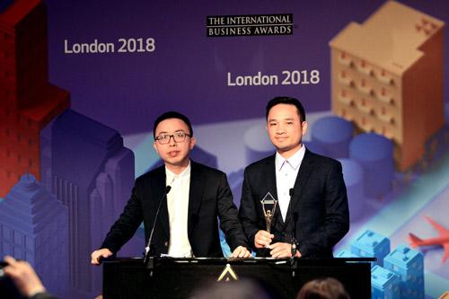Đại diện Viettel tham dự và nhận giải thưởng tại London, Anh. Ảnh: Viettel.