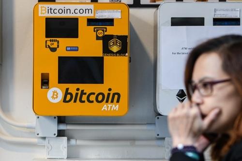 Một ATM Bitcoin ở Hong Kong. Ảnh: AFP