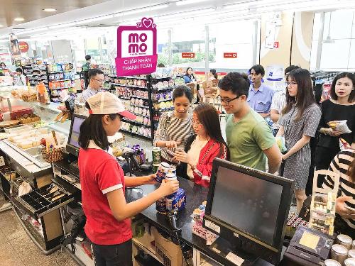 MoMo hiện cùng Circle K và các đối tác chiến lược khác triển khai chương trình khuyến mãi tặng giỏ quà trị giá một triệu đồng. Website: https://momo.vn/1d.