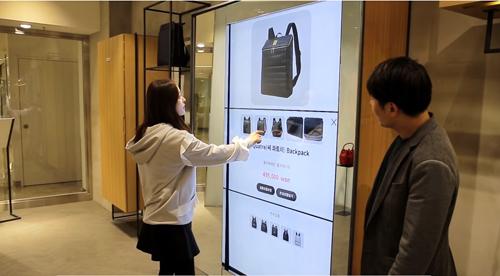 Định hướng mới của Lotte Department Store là áp dụng công nghệ kỹ thuật tiên tiến vào không gian mua sắm.