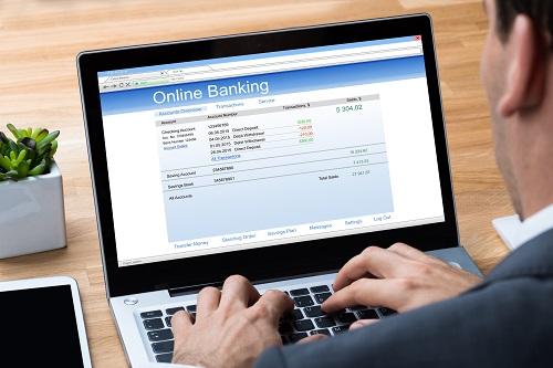 Xếp hàng, chờ đợi, chen chúc, mất thời gian, quá tải...chính là những rào cản lớn đối với nhu cầu đến ngân hàng thực hiện giao dịch của người dùng. Ngân hàng số ra đời đã giải quyết triệt để những rắc rối này