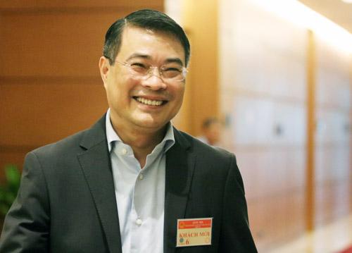 Ông Lê Minh Hưng - Thống đốc Ngân hàng Nhà nước bên hành lang Quốc hội ngày 26/10. Ảnh: Võ Hải