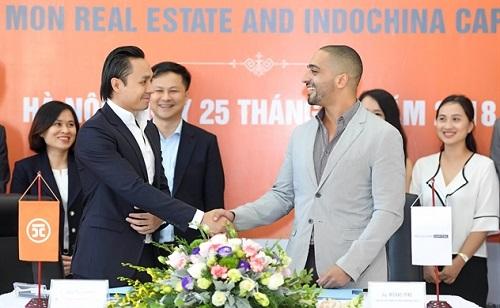 Ông Nguyễn Anh Tuấn và Ông Micheal Piro trong lễ ký kết giữa hai bên.
