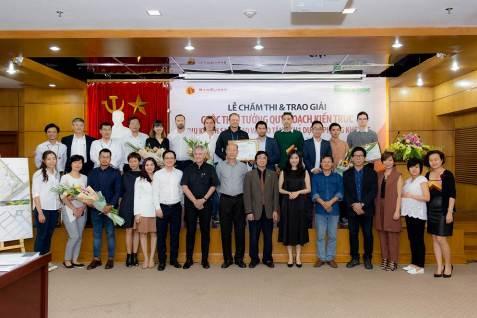 Hội đồng giám khảo chụp hình lưu niệm cùng các đơn vị tham gia đóng góp ý tưởng cho dự án.