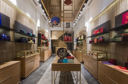 Sau gần một năm trưng bày và giới thiệu sản phẩm tại Áo Dài House, ngày 18/10, Hanoia khai trương cửa hàng độc lập tại 15 Đông Du, quận 1, TP HCM.