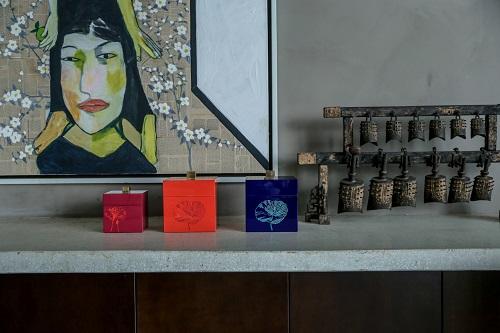 Thợ thủ công của Hanoia có nhiều năm kinh nghiệm chế tác cho các hãng thời trang thế giới. Những sản phẩm vừa mang nét truyền thống, vừa mang hơi thở đương đại.