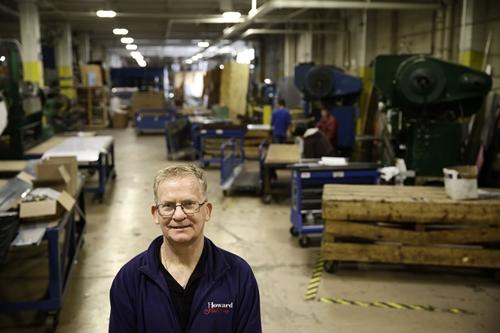 Christopher Scott trong nhà máy tại Philadelphia. Ảnh: AP