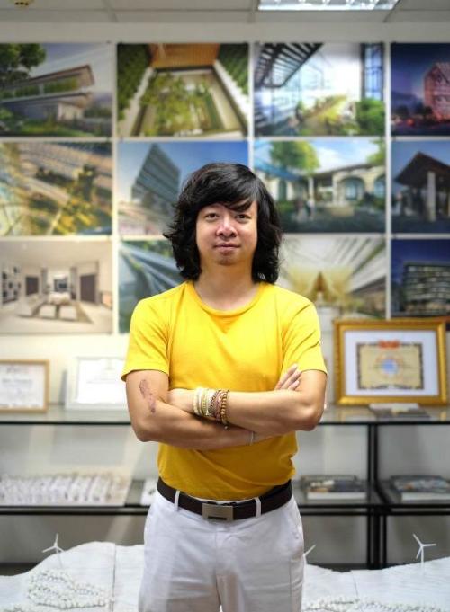 Kiến trúc sư Nguyễn Phúc Minh  Nhà đồng sáng lập Công ty kiến trúc MPN + Partners, có gần 10 năm gắn bó với công ty thiết kế thuộc Top 5 thế giới là Foster + Partners (London, Anh). Ông từng trải qua nhiều dự án tầm cỡ như Sân bay quốc tế Queen Alia (Jordan), Bab al Bahr (Rabat, Morocco), Platinum Park Complex (Kuala Lumpur, Malaysia), Trung tâm văn hóa St. Petersburg New Holland (LB Nga), Tháp Đôi Diamond Rice 100 tầng (Hà Nội, Việt Nam), Tháp phức hợp 68 tầng VietinBank (Hà Nội, Việt Nam)...
