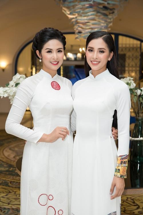 Hoa hậu Ngọc Hân và hoa hậu Tiểu Vy tham dự chương trình.