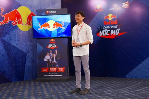 Thí sinh Phạm Văn Thiên với dự án phát triển các làng nghề truyền thống tại vùng nông thôn.