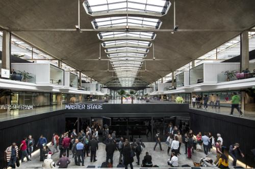 Một góc trong vườn ươm khởi nghiệp lớn nhất thế giới ở Paris. Ảnh: Station F
