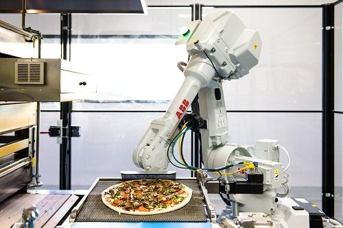 Robot làm bánh pizza của Zume được sản xuất bởi ABB. Ảnh: Zume Pizza