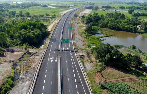 Cao tốc Đà Nẵng - Quảng Ngãi sẽ kết nối vào cao tốc Bắc - Nam được xây dựng trong thời gian tới. Ảnh: Đắc Thành