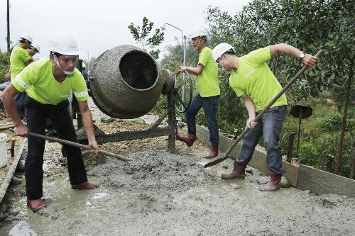 Đồng Lâm tài trợ 1.200 tấn xi măng xây dựng giao thông nông thôn Huế