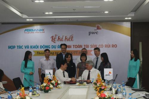 Lễ kí kết hợp tác chính thức giữa Ngân hàng TMCP An Bình (ABBank) và Công ty TNHH Tư vấn PwC Việt Nam