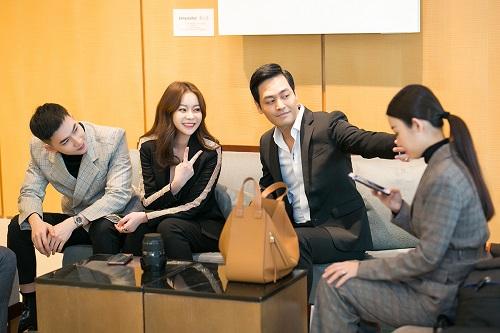 Vừa qua, MC Phan Anh và Hoa hậu, doanh nhân Nguyễn Trần Hải Dương đã tớiSeoul, Hàn Quốc tham dự Diễn đàn Kinh tế châu Á - AECF 2018. Sự kiện có sự góp mặt của nhiều đại biểu kinh tế, chính trị gia tại xứ sở kim chi và nhiều quốc gia khác ở châu Á.