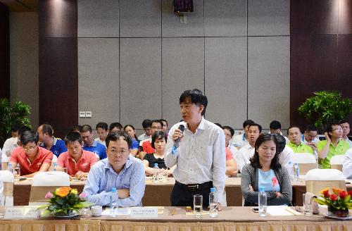 Các đại biểu tích cực tham gia tham luận và thảo luận tại hội nghị.