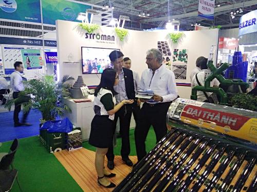 Vị khách hàng nước ngoài có nhu cầu hợp tác về việc mời Tân Á Đại Thành làm nhà phân phối chính cho sản phẩm bồn đựng xăng dầu của họ tại Việt Nam.