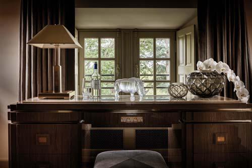 Các sản phẩm của Lalique được đánh giá cao bởi sự sáng trọng, khắt khe trong chế tác và tính tỉ mỉ, tinh tế trong từng đường nét thiết kế.Những sản phẩm của hãng luôn được nhiều nhà sưu tập tiếng tăm săn lùng và trưng bày tại hơn 50 bảo tàng trên toàn thế giới. Nhiều chiếc bình thủy tinh được thiết kế và chế tác tinh xảo để trở thành các tác phẩm nghệ thuật tiền tỷ như chiếc bình hổ phách Serpent, South Kensington hay Poisson Lalique.