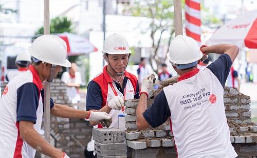 Bài thi sử dụng xi măng Insee và gạch không nung thay cho gạch đất nung truyền thống để nhấn mạnh xu hướng xây dựng bền vững