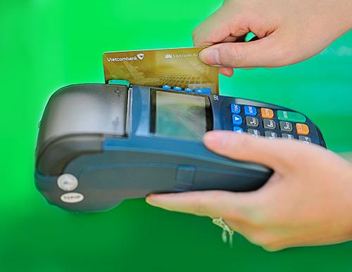 Thông tin chi tiết về chương trình khuyến mại, danh sách khách hàng trúng thưởng được thông tin trên website chính thức của Ngân hàng (https://www.vietcombank.com.vn) và tại Trụ sở, các chi nhánh, Phòng Giao dịch của Vietcombank trên toàn quốc.