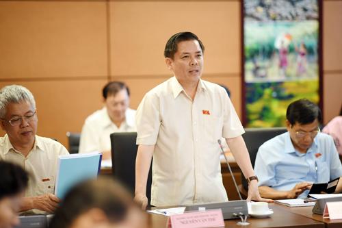 Bộ trưởng Giao thông Vận tải Nguyễn Văn Thể phát biểu tại phiên họp tổ. Ảnh: Hoàng Phong