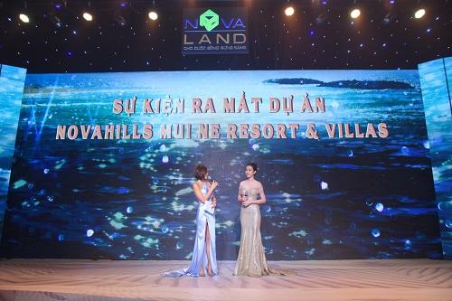 Cả hai khoe nét trẻ trung cùng vẻ đẹp quyết rũ. Sự kiện này do Công ty Sự kiện VietnamShow thực hiện.