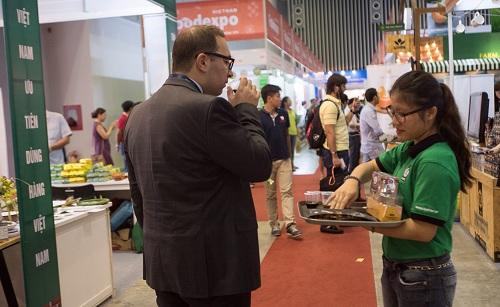 Nhiều sản phẩm thực phẩm, đồ uống Việt Nam được khách nước ngoài đánh giá cao tại Vietnam Foodexpo 2017.
