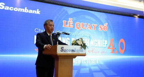 Ông Phan Đình Tuệ - Phó Tổng giám đốc Sacombank phát biểu tại chương trình quay số.