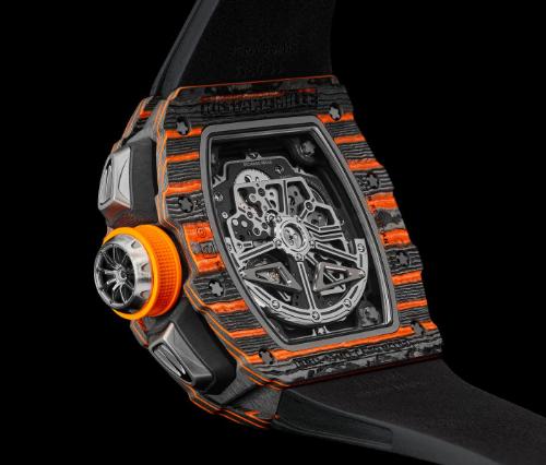 Cận cảnh các chi tiết mang đậm đường nét của McLaren với núm crown thể thao mang hình dánh vành bánh xe, các nút bấm Titanium tựa cặp đèn pha độc đáo.