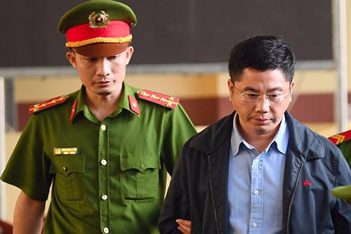 Bị cáo Nguyễn Văn Dương xuất hiện tại phiên xử vụ án đánh bạc nghìn tỷ ở Phú Thọ. Ảnh: Phạm Dự