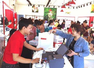 Black Friday thu hút được nhiều người tiêu dùng Việt Nam.