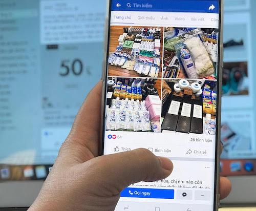 Kênh mua hàng online được nhiều người tiêu dùng lựa chọn vì sự tiện lợi. Ảnh: H.T