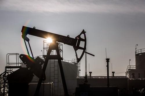 Giá dầu WTI đã giảm phiên 12 liên tiếp, xuống đáy thấp nhất trong một năm.Ảnh:Business Times