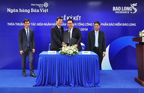 Để biết thêm thông tin chi tiết, Quý khách có thể đến liên hệ bất kỳ Chi nhánh, Phòng giao dịch gần nhất của Ngân hàng Bản Việt; Hotline 1900555596; hoặc truy cập website https://vietcapitalbank.com.vn/